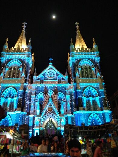 Mount Mary Church (The Basilica of Our Lady of the Mount) in Mumbai, Mahārāshtra... Worth a visit on Christmas eve...