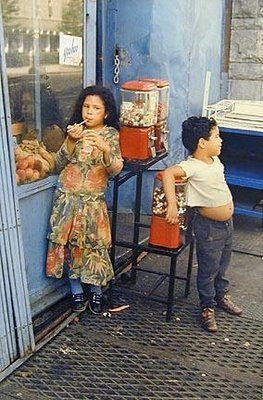 In the street New York Helen Levitt Photography