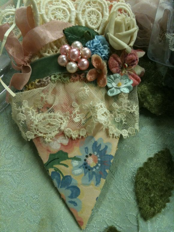 Marie Antoinette shoes: Antoinette Shoes, Mary Shoes, Paper Shoes, Altered Shoes, Diy'S Projects, Altered Mary, Mary Antoinette, Antoinette Styles, Crafts