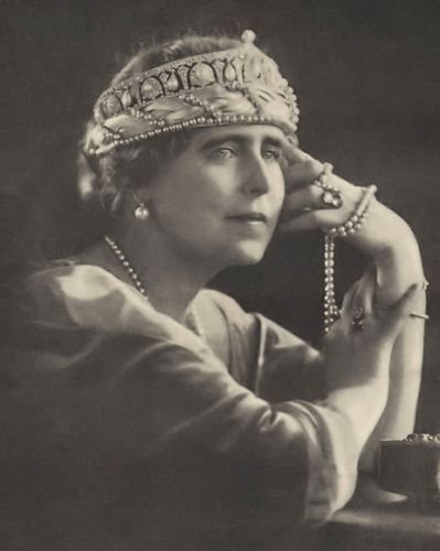 Queen Marie of Romania in diamond and pearl tiara with a sort of pearl net bandeau beneath it.