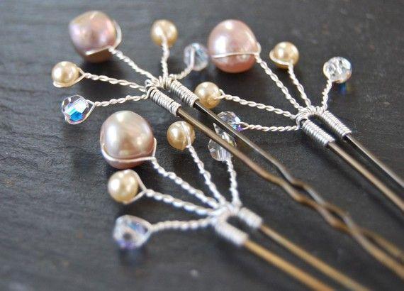 Horquillas de boda para el cabello con cristales Swarovski y cristal en aerosol   -  Swarovski pearl and crystal spray Bridal Hair Pins                                                                                                                                                     Más