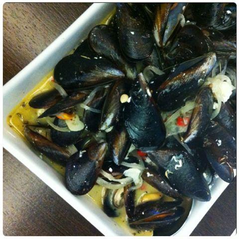 Gourmelita: Mussels w Feta from Tarsanas Restaurant