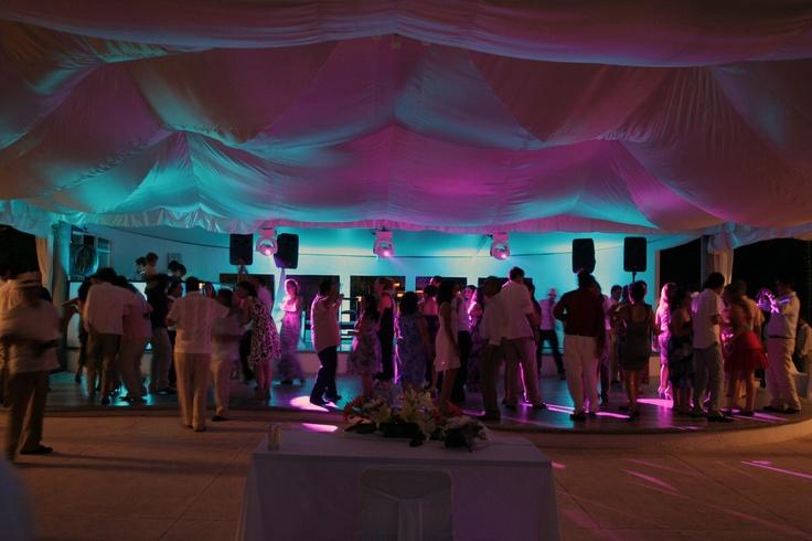 Iluminación de la pista de baile www.pavorealdelrincon.com.mx