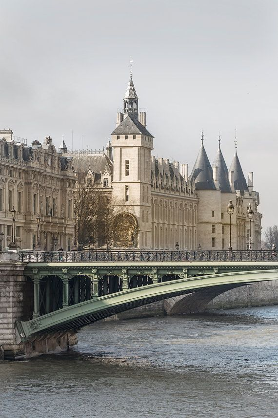 Paris Photography La Conciergerie in Winter