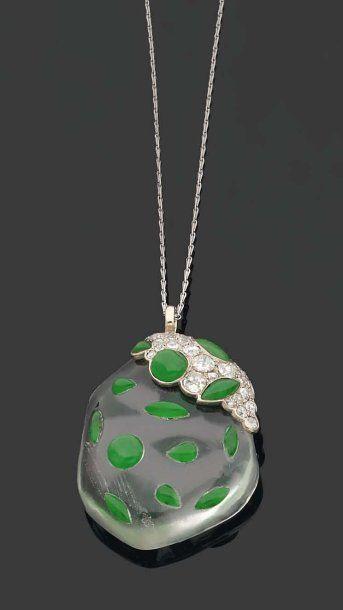 RENÉ BOIVIN. Années 1960. RARE PENDENTIF en forme de fruit stylisé en cristal