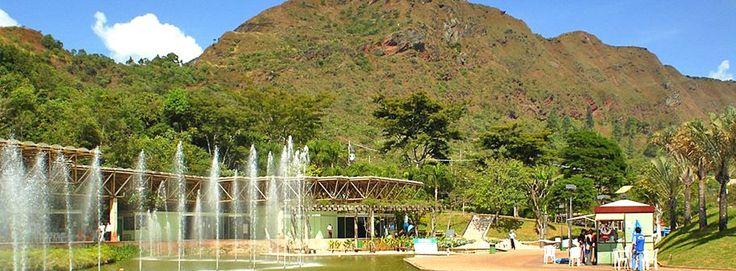 G1 - Belo Horizonte - Parque das Mangabeiras -Localizado ao pé da Serra do Curral, patrimônio cultural de Belo Horizonte, o Parque das Mangabeiras conserva em sua área de 2,8 milhões de metros quadrados 59 nascentes do Córrego da Serra, que integra a Bacia do Rio São Francisco.
