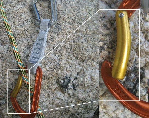 Hacia que lado tiene que mirar el mosquetón inferior de una cinta exprés 2