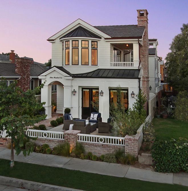 california and just a few blocks from the beach this modern beach house features inspiring interior and exterior ideas this single family home - Single Family Home Designs