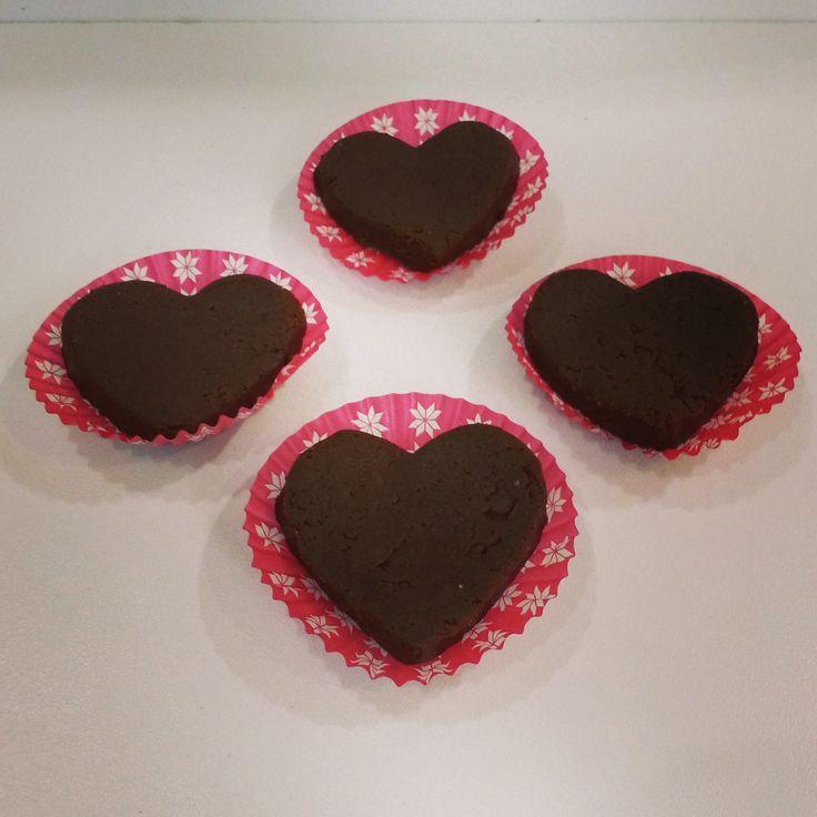 Brownie melcochudo en corazones para esa persona tan especial! #SoSweet #PasteleríaArtesanal #brownie #bogotá #repostería #reposteríaartesanal #pastelería Brownies en Bogotá www.SoSweet.com.co