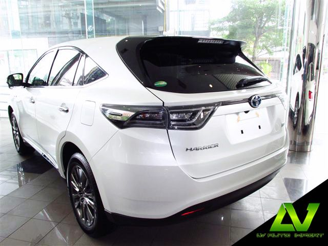Toyota Harrier Hybrid 2.5 E-Four Premium Package Exterior  :  Pearl White Interior  :  Black Artico Seats  LV Auto Import and Service  ฝ่ายขาย โทร. 02-253-1234 ต่อ 101,102  ฝ่าย Service โทร. 02-253-1234 ต่อ 201 หรือ 086-319-2323  www.lvautoimport.com  www.facebook.com/lvautoimport www.instagram.com/lvautoimport