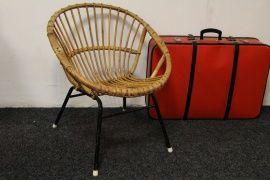 Vintage Rotan stoeltje - Gaaf model! - Zwart metalen frame | Stoelen | Thuis in Design