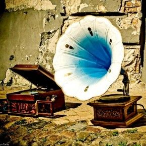 Gramophone. Electro Swing Vintage Style http://allinelectro.com