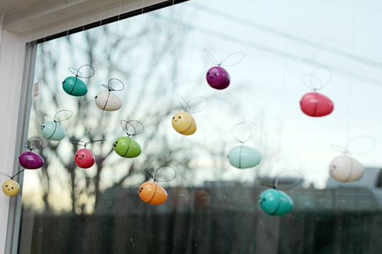 Egg bees-so cute! Very cool website with adorable plastic easter egg crafts!
