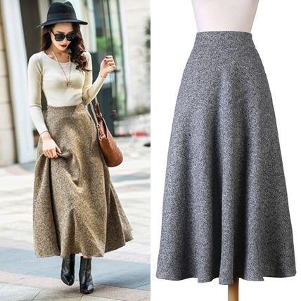 お洒落の手法の一つとしてボトムがワイドなら トップスはシンプルにコンパクト! これを存分に活かせるのがふんわりと可愛く フェミニンなスカートで決まりです♪ まるでドレスのような大きなデザインの ワイドスカートが、 歩くたびに女性らしいあなたを輝かせてくれます☆ この冬必ずGET!して欲しいマストアイテムですよ♪ kirakirastyle(キラキラスタイル)は、 海外セレブ向けのデザインの洋服を プチプラで楽しめる専門店です。 韓国オルチャンファッションに合うような プリーツスカートやレース チュールスカートを、 海外現地ショップに直で買い付けして来ます♪ ボトムズ スカート ボトムス フレアスカート マキシ丈 ウール 無地 エレガンス系 /無地/ロング/マキシ/ /グレー/ベージュ/ブラック 【S】【M】【L】【XL】【XXL】 商品コード:PTX2697 ◆ブランド紹介◆ ≪◆ natu-loha select ◆≫ (ナチュロハセレクト)は、 自分らしく(natural:ナチュラ...