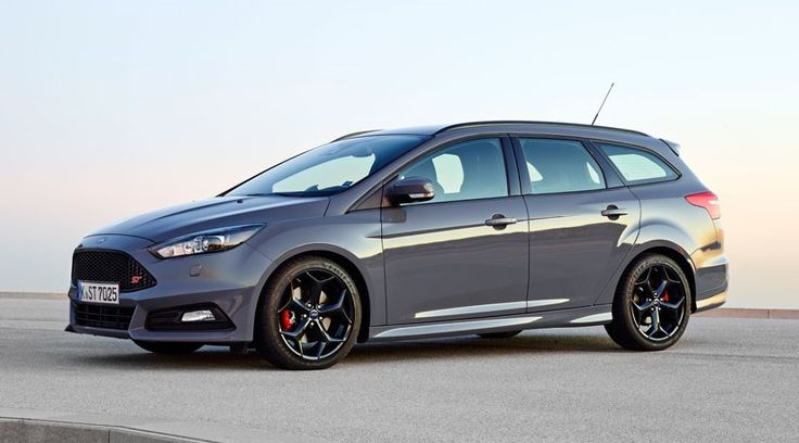 Ford Focus ST 2.0 Ecoboost Estate (2015) review by CAR Magazine