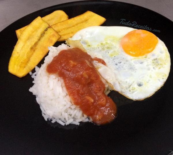 Com vontade de provar o arroz cubano tradicional? Clique nesta imagem e descobra a receita deliciosa! #arrozcubano #Cuba #arroz #comida #receitas #tudoreceitas #almoço #jantar