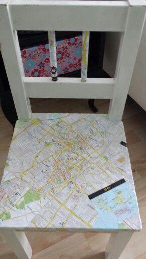 Kinder stoeltje opgeknapt door met mod podge te bewerken met een landkaart ook leuk met straten - Deco schilderij slaapkamer kind ...