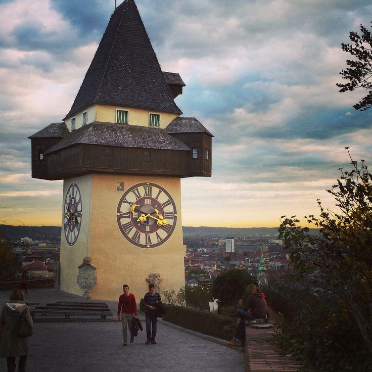 Während meiner Rundreise durch unser bergisches Nachbarland mit dem reizenden Dialekt besuchte ich nicht nur Wien, Salzburg und Linz, sondern auch Österreichs zweitgrößte Stadt, Graz. Gelegen in de…