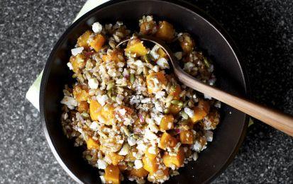Farro con legumi - Ricetta per preparare il farro con legumi, un primo piatto buonissimo e particolare che potete servire al posto di pasta e riso, questa minestra è fresca ed estiva e si può servire fredda o tiepida.