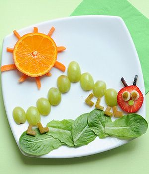 Cute Snack Idea: The Very Hungry Caterpillar (Can we agree that 'Loving this' and 'Having time to do this' are two very different things?)
