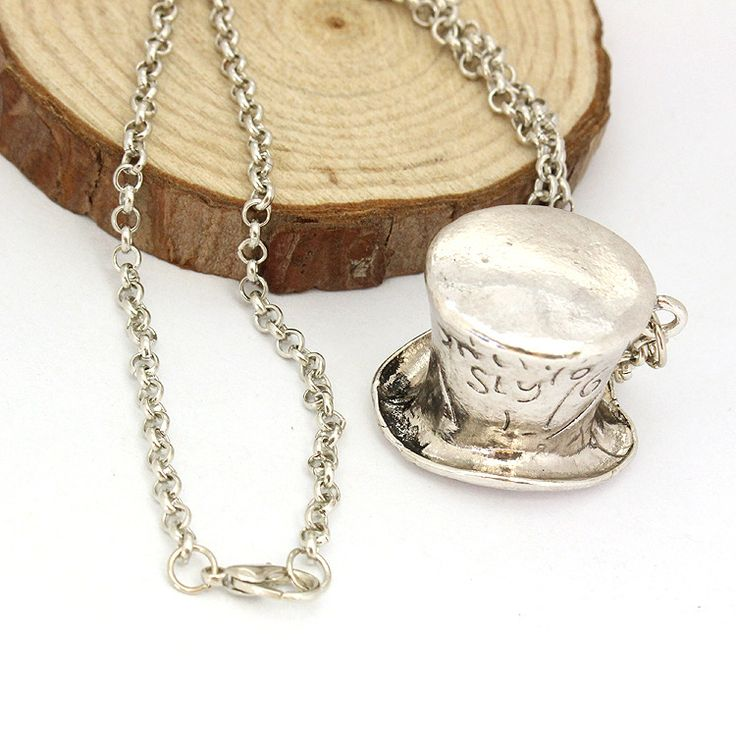 Europe and the United States film act the role ofing is tasted Alice in wonderland hat necklace