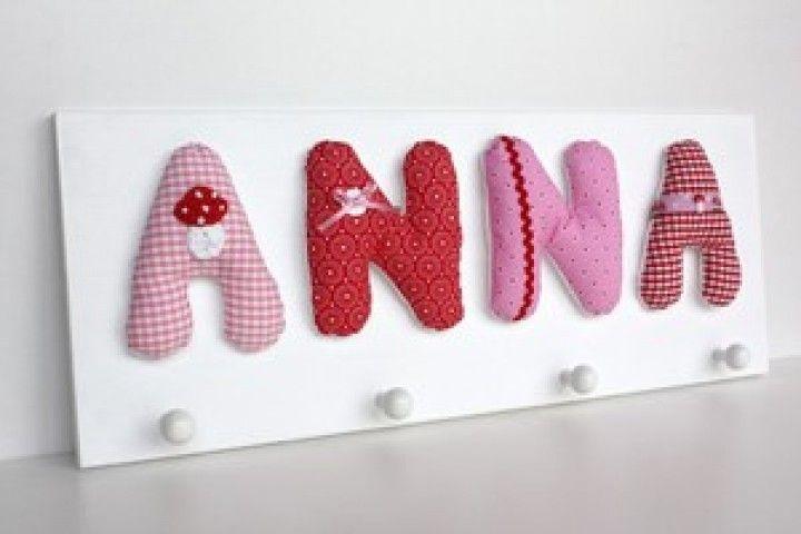 Wundervolle Garderobe mit Namen in Rosa, Pink und Rot oder in den Wunschfarben passend zum Mädchenzimmer.