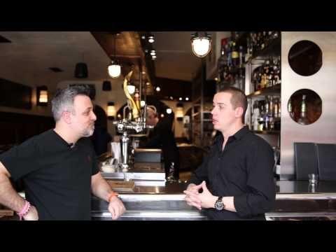 Entrevue à l'Assommoir sur la rue Bernard à Montréal