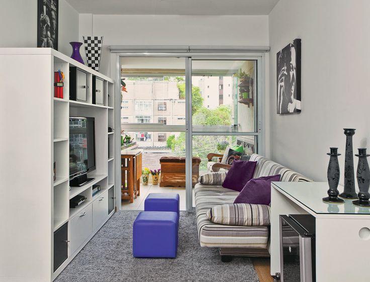 Móveis Multiúso, Baús E Prateleiras Deixaram O Apê Super Organizado. Small  Tv RoomsSmall ApartmentsSmall SpacesLiving ... Part 68