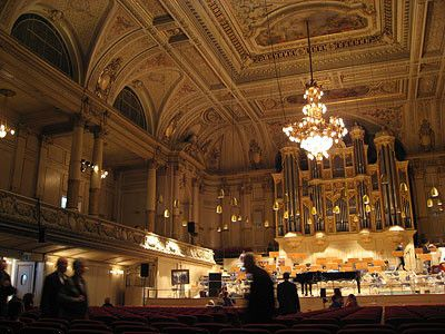 Kongresshaus & Tonhalle Fotos vom Kongresshaus & Tonhalle - Zürich. Kongresse, Austellungen und Konzerte. Beim Zürichsee. Die Tonhalle wird vorallem für Klassische Konzerte verwendet.