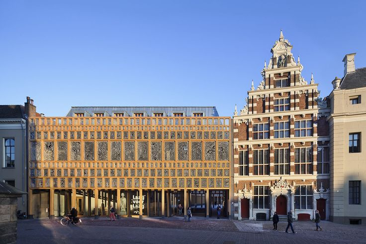 The new city hall in Deventer unites the old historical city hall with a new city office. The new building complex is located at the 'Grote Kerkhof' and extends as far as the 'Burseplein'. The 24.000 m2 large project consists of 20.000 m2 new buildings...