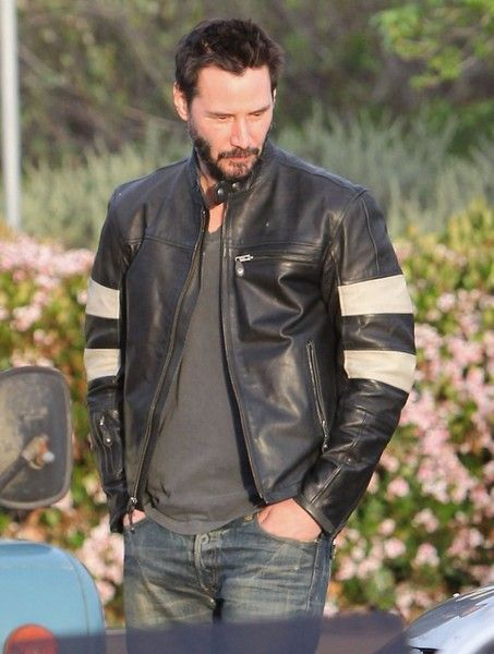 reeves single men Keanu reeves is more popular to be with girls and have faced many relationships in his lifetime now the word about him to be with some transgender girlfriend, read more to find the truth behind this.