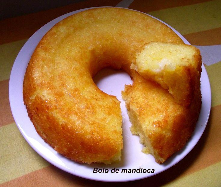 Com um cafezinho para esquentar o frio. Atendendo a pedidos aí vai a receita: Bolo de Mandioca 1 kg de mandioca ralada ou processada 4 ovos inteiros 1 e1/2 xícara (chá) de açucar 200 ml de leite de côco 4 colheres (sopa) de manteiga ou margarina (eu uso manteiga) Numa vasilha grande misture tudo sem bater. Coloque em forma untada (sem enfarinhar) e leve ao forno primeiro médio depois aumente a chama e espere ficar levemente dourado. O tempo de forno cada uma conhece o seu, então espete um…