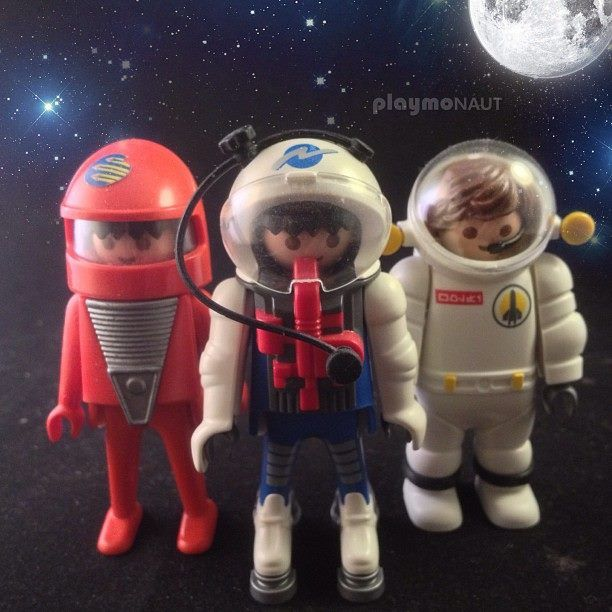 Evolution of PLAYMOBIL Space Travellers ... On verrait presque le dernier en orange pour faire comme Tintin on a marché sur la lune