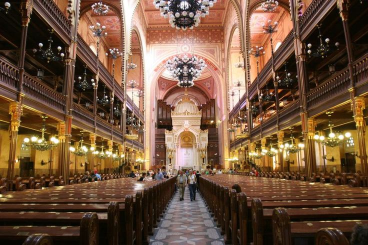 Enjoy a 2,5 hour Jewish Heritage Walking Tour in Budapest. With the help of our English/German speaking guides you will be acquainted with the most important chapters of the history and culture of the Hungarian Jewry with Tourboks!