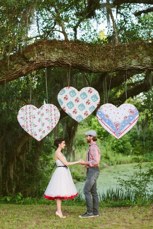 Quilted hearts ceremony backdrop ⎪ Ashleigh Jayne Photography ⎪ see more on: http://burnettsboards.com/2014/11/retro-lovin-wedding-ideas/