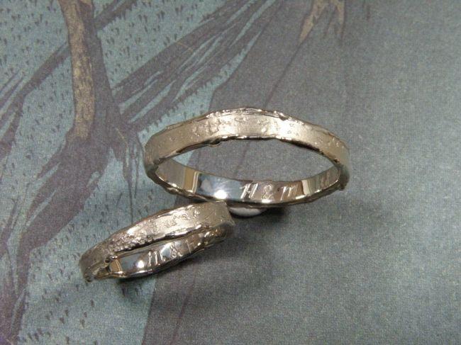 * wedding rings | oogst-sieraden * Trouwringen * Fijne witgouden ringen met wasstructuur * Maatwerk *