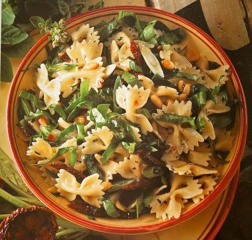 Een+heerlijke+pasta+salade+met+verse+spinazie.+In+plaats+van+spinazie+is+ook+rucola+te+gebruiken.