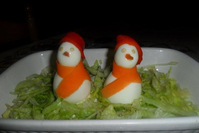 Muñecos de nieve de huevos rellenos