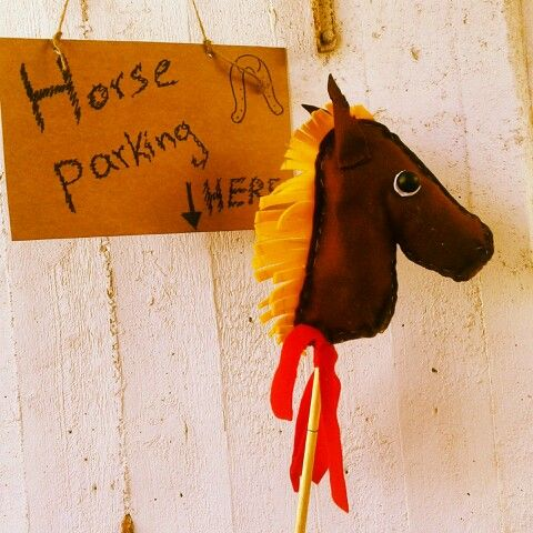 Far west party -felt horse