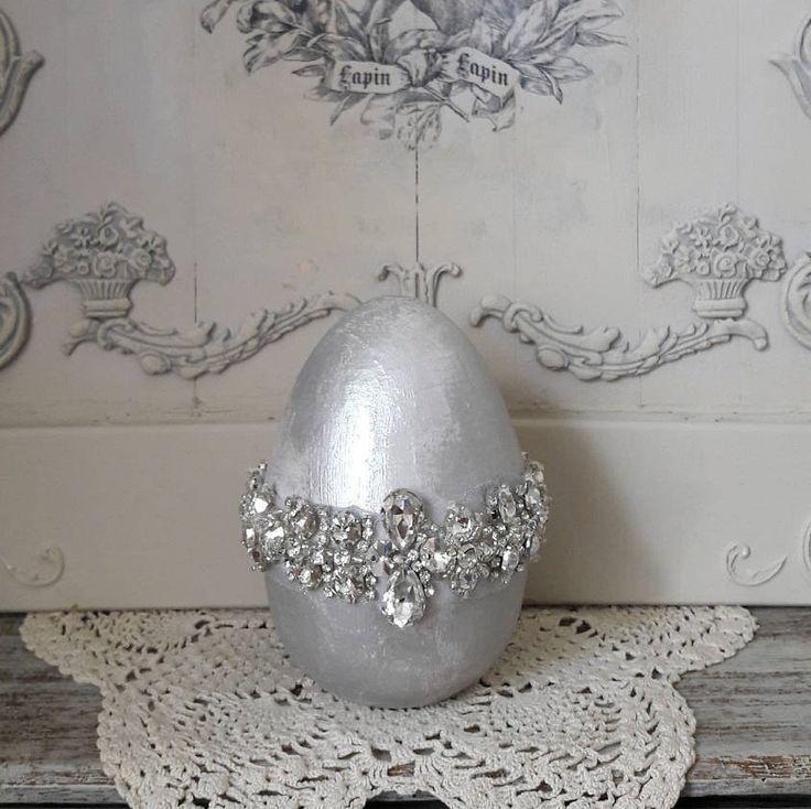 Zilveren decoratie ei met strass stenen door ShabbyvintagesStudio op Etsy