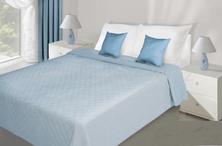 Přehozy na postel světle modré barvy s prošíváním