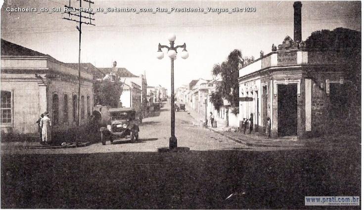 Cachoeira_do_Sul_Rua_Sete_de_Setembro_com_Rua_Presidente_Vargas_déc1930