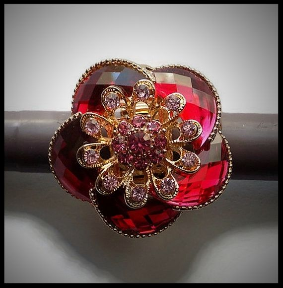 Grosse bague élastique 3D strass camaïeu de rose métal doré - idée cadeau  - anniversaire - femme - fille - costume vénitien.