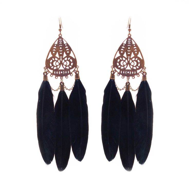 Chic chandelier style black feathered earrings a beautiful addition to any night time outfit!  Colour: Bronze/Black. Material: Metal alloy. Length: 12 cm. Price: €7.00.