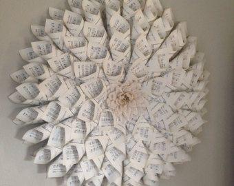 Ähnliche Artikel wie Kirche-hymnischen Kranz - 10 Zoll Upcycled & handgemachte Shabby Chic Vintage Christian Home Decor - Papier Blume Weihnachtskranz auf Etsy