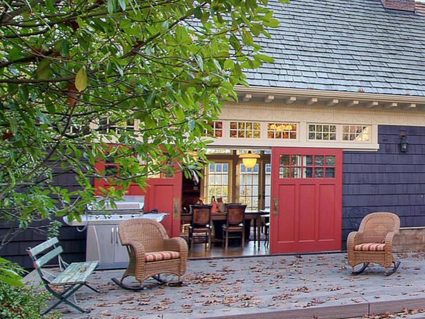 Oversized sliding doors allow for flexibility when it comes to indoor/outdoor entertaining.