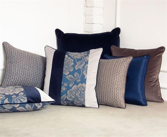 cuscini blu e tortora - vetrina