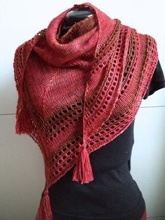 Light and Up free shawl knitting pattern. Perfect for variegated yarn. Very easy to knit and uses just one skein of sock yarn. This and more colorful shawl knitting patterns at http://intheloopknitting.com/colorful-shawl-knitting-patterns/