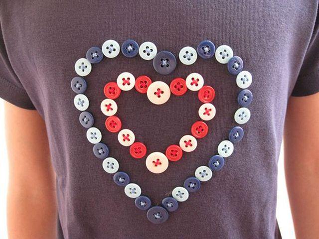 10 Ideias de Artesanatos Feitos Com Botões – Dicas e Passo a Passo | Reciclagem | Artesanato com Reciclagem | Diy buttons, Diy shirt, Buttons