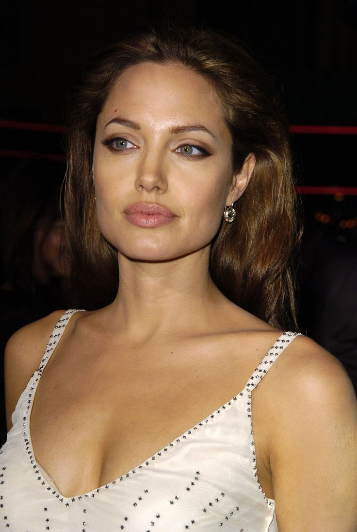 Sky Captain and the World Of Tomorrow Los Angeles Premiere - September 14th 2004 - 004 - Angelina Jolie Fan Photo Gallery | Angelina Jolie Fansite Gallery